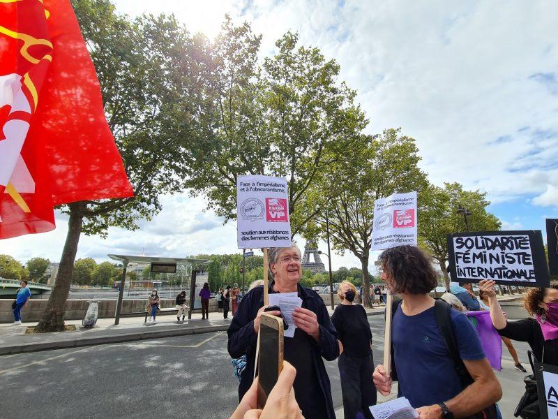 pancarte solidarité féministe internationale
